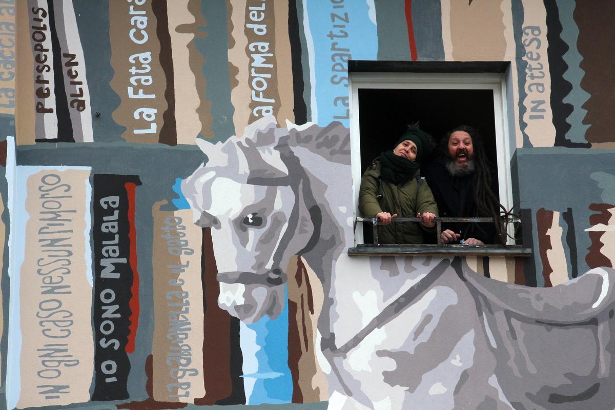 inaugurazione-murale-libri_8896_1_DrinaA12Giuliogol-rid